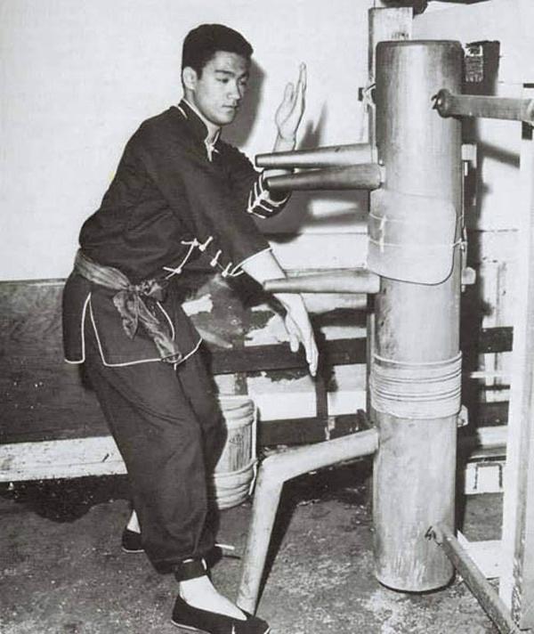 Брус Ли и деревянный человек
